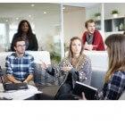Roddelen op het werk: kan het positief zijn?